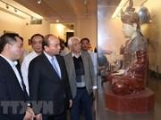 Premier de Vietnam recorre Museo Nacional de Bellas Artes