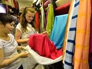 Festival promueve productos artesanales de seda de Vietnam