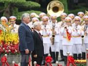 Máximo dirigente político de Vietnam recibe a presidente cubano