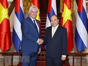 Premier de Vietnam recibe al presidente de Cuba