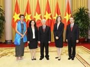 Máximo dirigente de Vietnam recibe a nuevos embajadores acreditados en el país