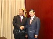 Cancilleres de Vietnam y Papúa Nueva Guinea se entrevistan al margen del APEC