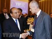 Premier vietnamita insta a empresas a promover creatividad para conseguir éxitos