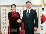 Dirigente parlamentaria se reúne con cónsul general honorario de Vietnam en Busan