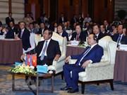 Premieres de Vietnam y Camboya asisten a foro empresarial binacional en Hanoi