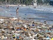 Intercambian en Vietnam experiencias en control de residuos plásticos en el mar