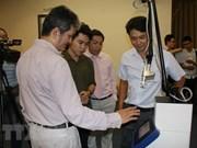 Empresa vietnamita lanza equipos quirúrgicos con láser micropunto