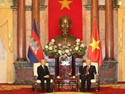 Máximo dirigente político de Vietnam recibe al Rey de Camboya