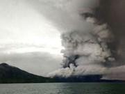 Indonesia aumenta alerta de erupción de volcán Anak Krakatau