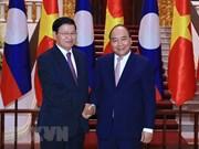 Premier de Laos llega a Vietnam para Reunión 41 del Comité Intergubernamental