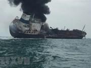 Al menos un muerto y dos desaparecidos al arder un barco petrolero vietnamita en Hongkong