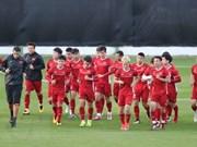 Estimula premier vietnamita al equipo nacional de fútbol antes de su partido decisivo contra Yemen