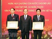 Honra Laos a colectivos y personalidades vietnamitas por sus contribuciones a la información y publicación