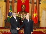 Recibe presidente de Vietnam a nuevos embajadores