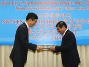 Recibe presidente del Comité Popular de Ciudad Ho Chi Minh la Orden de Mérito Cultural de Corea del Sur