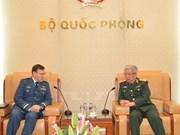 Promueven Vietnam y Canadá cooperación en defensa