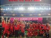 Resaltan hazañas de futbolistas vietnamitas mediante fotolibro temático