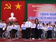 Vicepresidenta de Vietnam entrega regalos a personas de pocos recursos en ocasión del Tet
