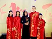 Transmiten diplomáticos extranjeros en Vietnam felicitaciones por el Año Nuevo Lunar