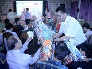 Entregan regalos por el Año Nuevo Lunar a vietnamitas y camboyanos en Phnom Penh