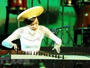 Preserva maestra Pham Thuy Hoan instrumento de música folklórica vietnamita