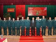 Premier vietnamita inspecciona la preparación para el combate en División de Fuerza Aérea antes de Tet
