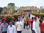 Ciudades centrales de Vietnam reciben a primeros visitantes del Año Nuevo Lunar