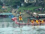 Efectúan en Vietnam regatas tradicionales de barcos en celebración del Tet