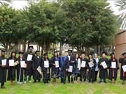 Reciben estudiantes vietnamitas en Israel diploma de Maestría en Agricultura
