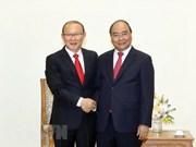 Recibe primer ministro de Vietnam al entrenador surcoreano de fútbol Park Hang-seo