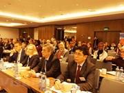 Vietnam asiste a novena conferencia internacional del sector público en Praga