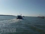 Rescatan a cinco pescadores vietnamitas tras naufragar su embarcación