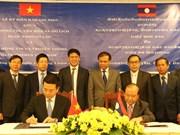 Firman Vietnam y Laos documento de cooperación en sector informativo