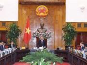 Premier vietnamita aboga por impulsar desarrollo de sector automovilístico nacional