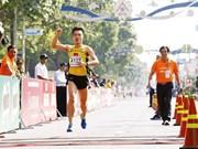Participan dos mil atletas vietnamitas y extranjeros en Maratón del periódico Tien Phong
