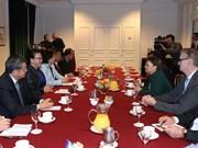 Recibe dirigente parlamentaria de Vietnam a directivos de multinacional francesa de alta tecnología