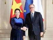 Presidenta parlamentaria se entrevista con su par francés