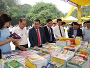 Inauguran feria de libros en ocasión del Festival del Templo de Reyes Hung