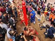 Juego de la soga en postura sentada, peculiaridad del festival de templo vietnamita