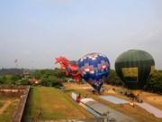 Gozan turistas de oportunidad de contemplar ciudad de Hue desde globos