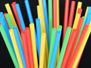 Llaman en Vietnam a reducir sorbetes plásticos para proteger el medio ambiente