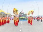 Desfile de carros alegóricos marca inicio al Carnaval de Ha Long
