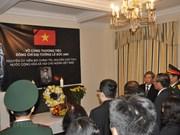 Rinden amigos internacionales tributo póstumo al expresidente vietnamita Le Duc Anh