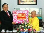 Dirigentes vietnamitas felicitan a monjes y seguidores budistas por cumpleaños de Buda