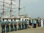Buque escuela de la Armada de Vietnam concluye visita a Indonesia