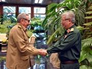 Aboga Raúl Castro por recopilar la historia de la cooperación militar entre Vietnam y Cuba