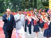 Premier vietnamita se entrevista con su par nepalí
