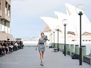 Performance de moda de diseñador vietnamita atrae gran interés del público en Australia