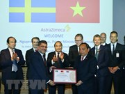 Visita Premier de Vietnam planta de grupo farmacéutico líder de Suecia