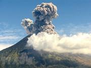 Entra nuevamente en erupción volcán Agung de Indonesia